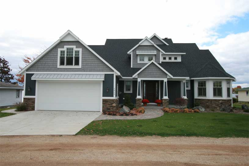 A picture of a new home, recently constructed by John L. Koetje, Builder.